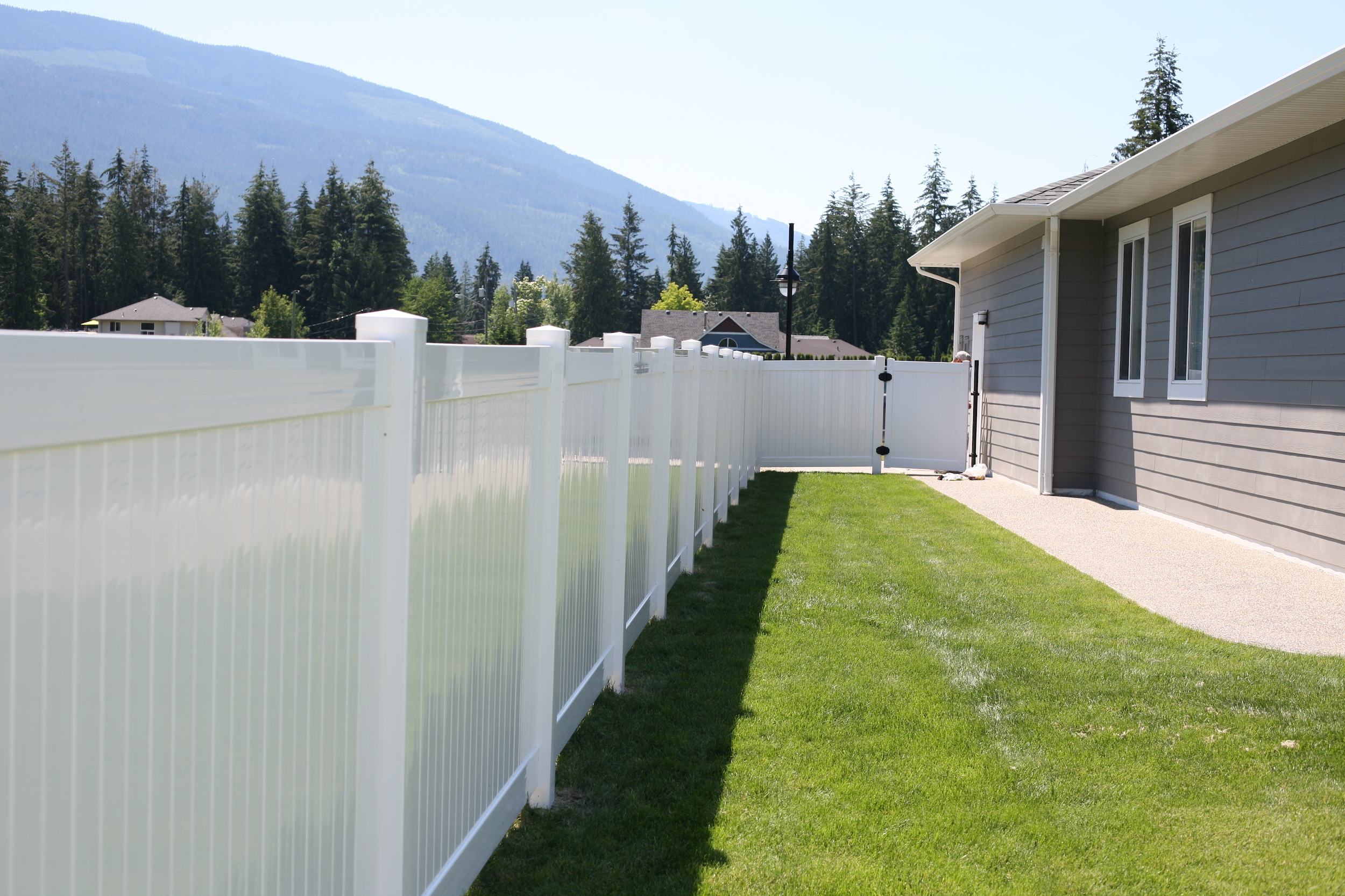 how to do vinyl fencing